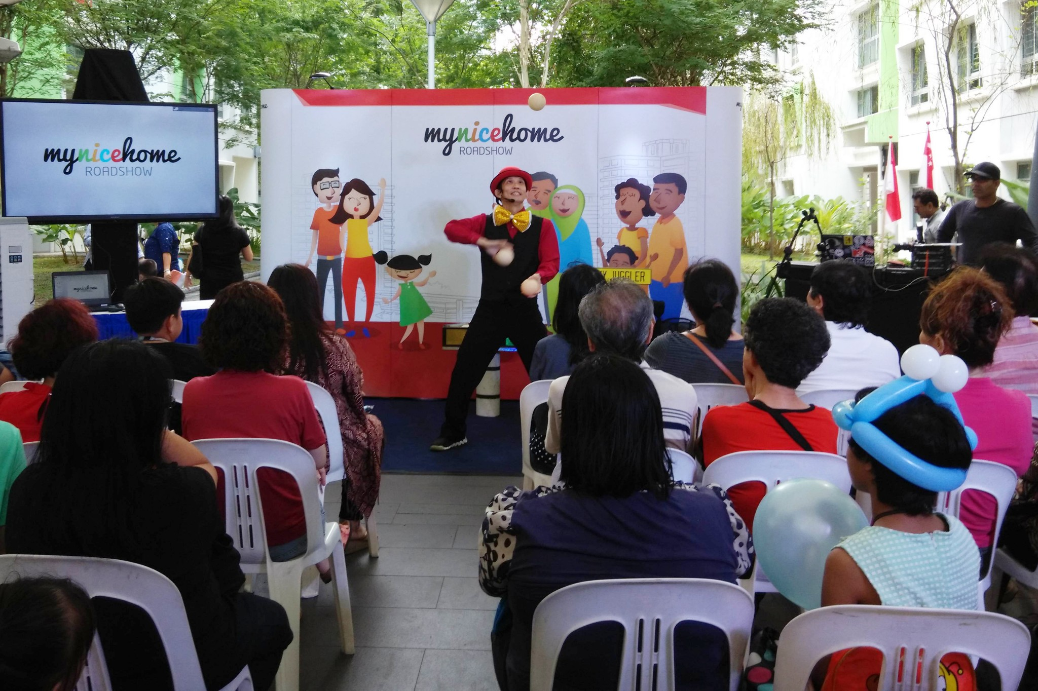 JimmyJuggler performs at roadshow event Singapore